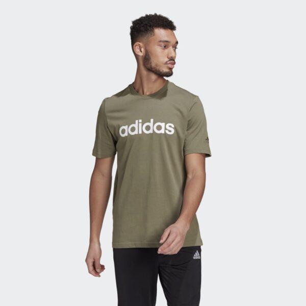 Camiseta_Essentials_Embroidered_Linear_Logo_Gris_GL0059_21_model
