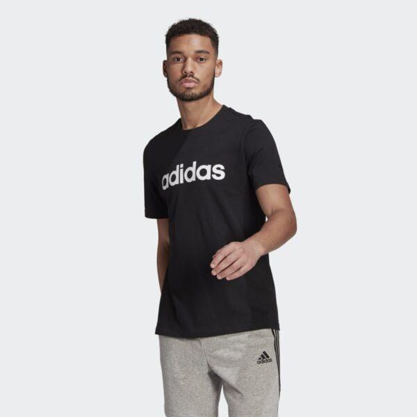 Camiseta_Essentials_Embroidered_Linear_Logo_Negro_GL0057_21_model