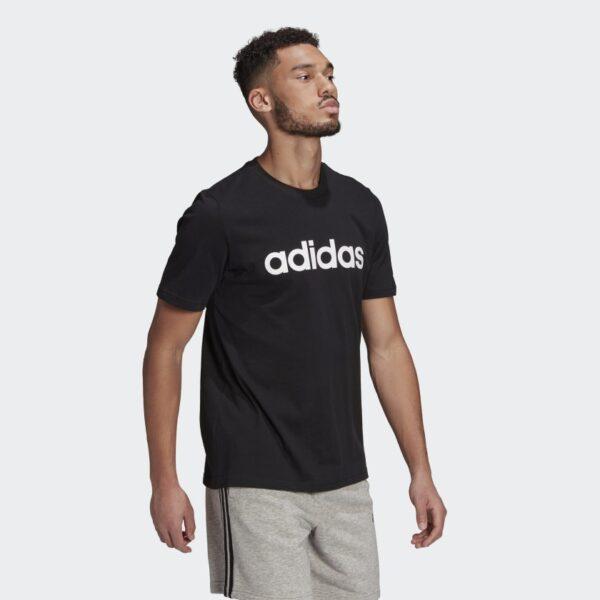 Camiseta_Essentials_Embroidered_Linear_Logo_Negro_GL0057_25_model